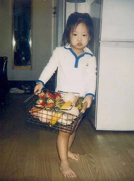 Jennie's chubby cheeks have not changed over time. Jennie has had unique beauty since her childhood