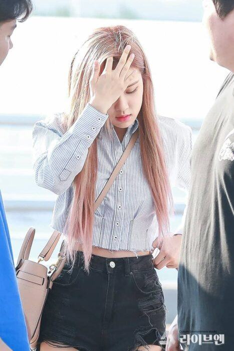 Black Pink S Security Is Raising Criticism When Pushing An Elderly